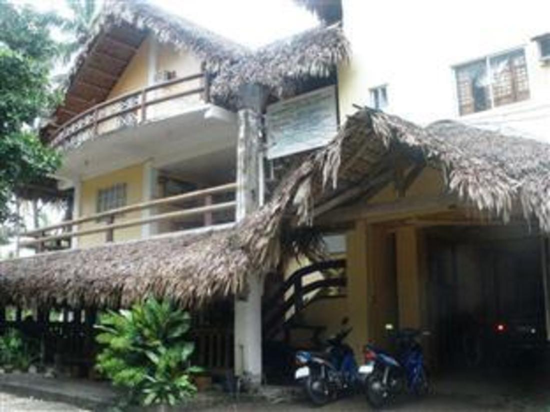 polaris beach house pagudpud philippines. Black Bedroom Furniture Sets. Home Design Ideas