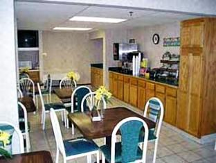 Econo Lodge Airport Essington (PA) - Breakfast Area