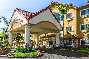 find hotels nearby street california institute of the arts 24700