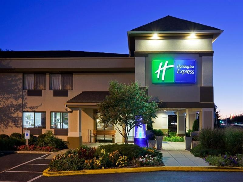 Holiday Inn Express Beloit Hotel
