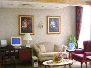 Holiday Inn Express Marshfield - Springfield Area