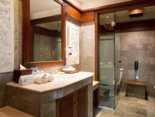 Grand Balisani Suites Hotel Bali - Bathroom
