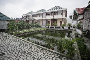 RedDoorz Syariah near Bundaran Joeang