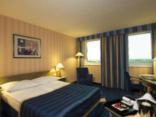 NH Danube City Vienna - Guest Room