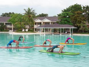 Plantation Bay Resort & Spa Mactan Island - Stand Up Paddleboard Yoga