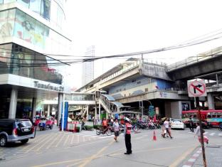 City Lodge Soi 19 Bangkok - Nearby Department Store