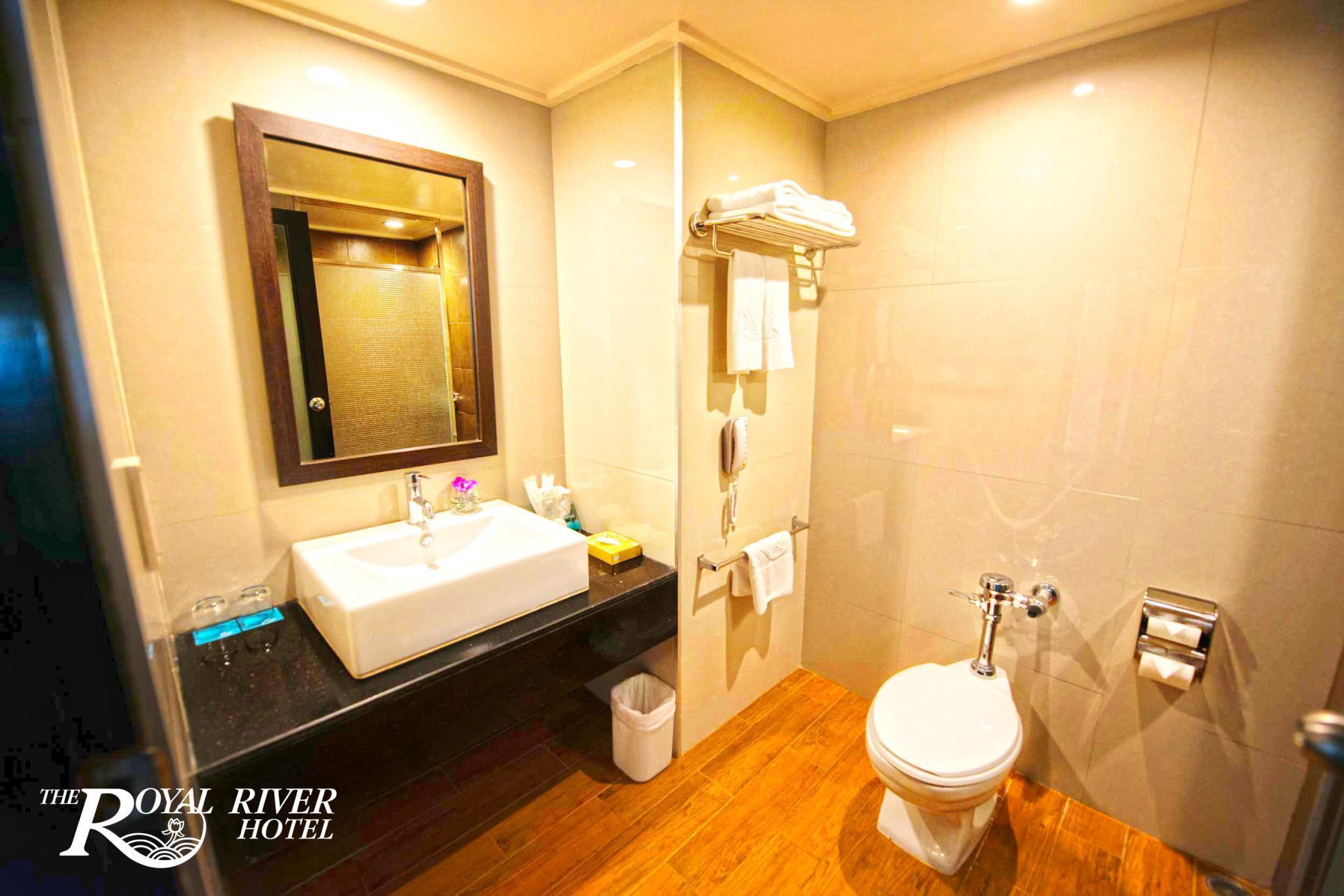 โรงแรม เดอะ รอยัล ริเวอร์