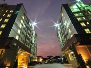 Regent Suvarnabhumi Hotel Bangkok - Hotel Building - Night