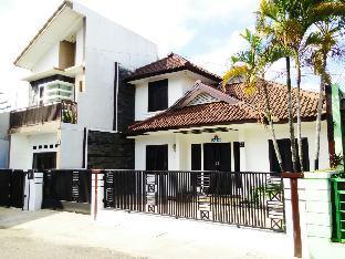 Alamat Jalan Cijawura Girang II No 27 28 Soekarno Hatta Bandung Jawa Barat Indonesia Harga Mulai USD 75