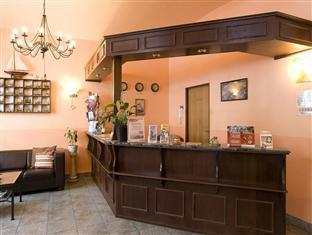 Hotel Columbo Prague - Check-in desk