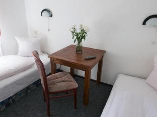 Sickinger Hof Berlin - Guest Room