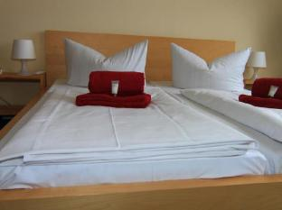Hotel Comenius Berlin - Guest Room