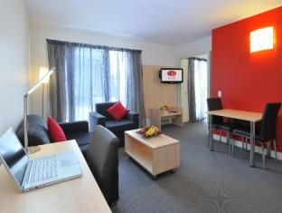 Metro Apartments on Bank Place Melbourne - Guest Room