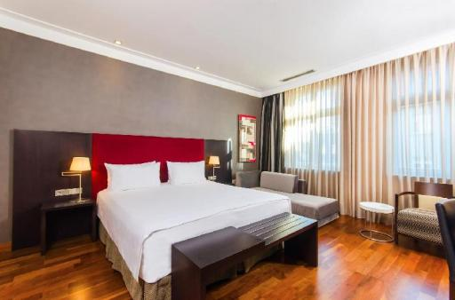➦  NH Hoteles    (Greater Poland) customer rating