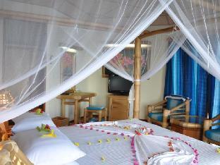 Thulhagiri Island Resort & Spa Maldives guestroom junior suite