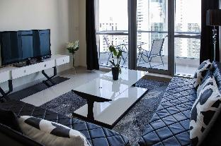 Top Floor Apartment with Incredible views - image 2