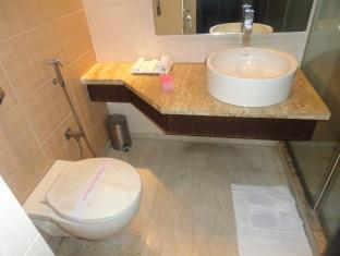 Hotel Le Grand New Delhi and NCR - Bathroom
