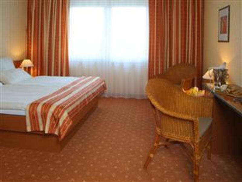 Best PayPal Hotel in ➦ Nieheim:
