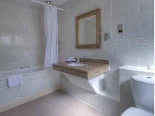 Dog and Partridge Hotel by Good Night Inns Tutbury - Bathroom