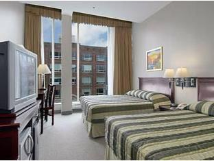Super 8 Downtown Toronto Hotel Toronto (ON) - Guest Room