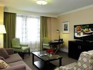 The Raphael Hotel Kansas City (MO) - Suite Room