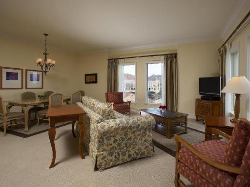➦  Aston Hotels And Resorts    (Nevada) customer rating