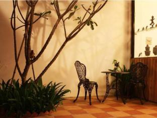 Aqua Boutique Guesthouse Phnom Penh - Surroundings