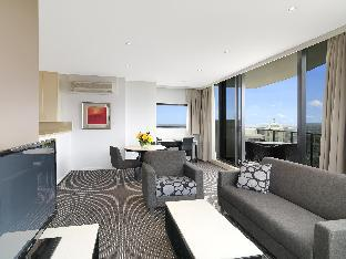 Meriton Serviced Apartments Kent Street guestroom junior suite