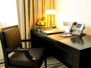 Cristal Hotel Abu Dhabi guestroom junior suite