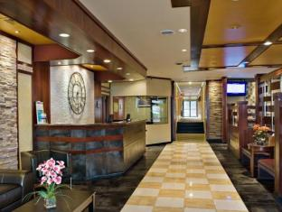 Clarion Hotel at LaGuardia Airport New York (NY) - Front Desk & Lobby Area