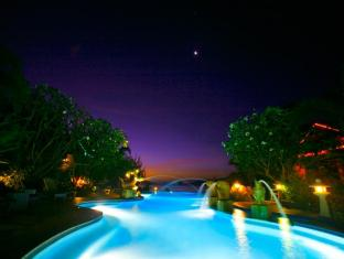 Aochalong Villa & Spa Phuket - Swimming pool at night