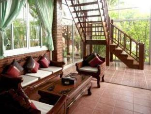 Naiharn Garden Resort Phuket - Hotellet indefra
