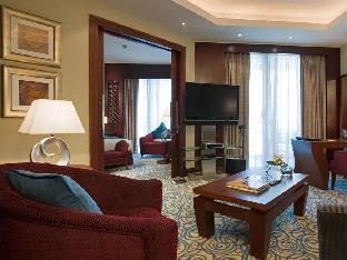 Sofitel Dubai Jumeirah Beach guestroom junior suite