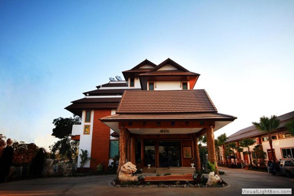 Chaophayathara Riverside Hotel