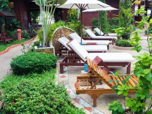 Royal Phawadee Village Patong Beach Hotel Phuket - Surroundings