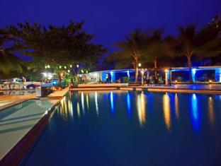 EGI Resort and Hotel Cebu City - Piscina