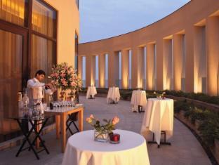 โรงแรมไทรเด้นท์ บันดรา คูร์ลา มุมไบ - ระเบียง