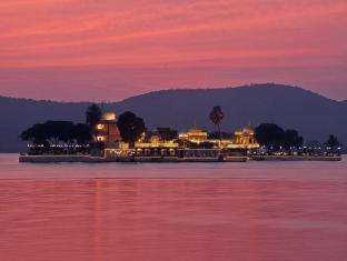 Jagmandir Island Palace Hotel - Udaipur