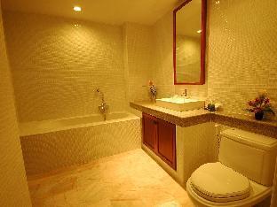 Sakorn Residence & Hotel guestroom junior suite