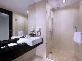 Grand Aston City Hall Hotel & Serviced Residences Medan - Bilik Mandi