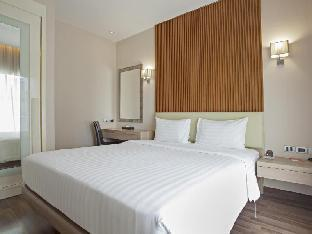 V Residence Hotel and Serviced Apartment guestroom junior suite