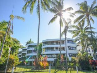 Roydon Beachfront Apartments Cairns - Guest Room