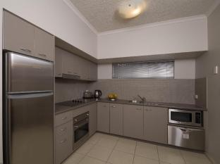 Southern Cross Atrium Apartments Cairns - Deluxe 1 Bedroom Apartment