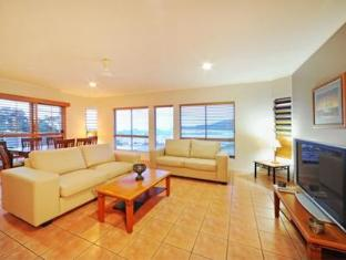 At Boathaven Spa Resort Whitsunday Islands - Penthouse - Living Room