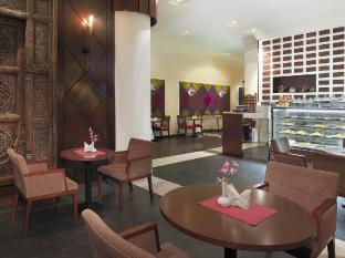 City Seasons Al Hamra Hotel Abu Dhabi - Cafe Trottoir