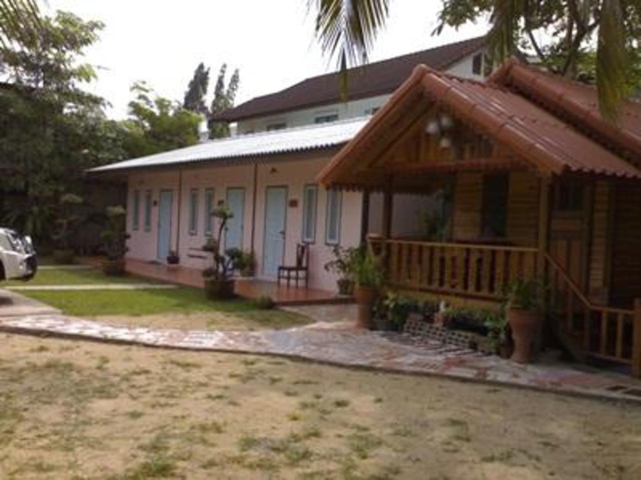 นัชชา เกสท์เฮาส์ (Natcha Guest House)