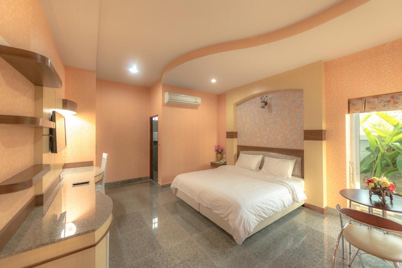 โรงแรมมาติน่า (Martina Hotel)