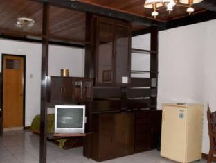 St. Moritz Hotel Себу - Вітальня