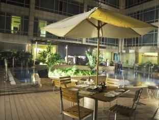 Country Inn & Suites By Carlson Sahibabad New Delhi and NCR - The Pool Side Lounge Bar