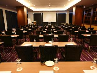 Four Points By Sheraton Kuching Hotel Kuching - Salle de réunion